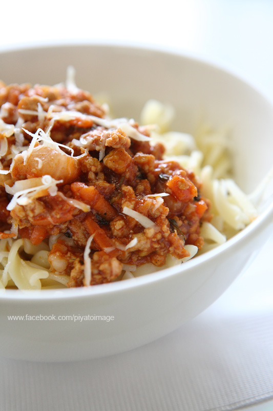pasta with tomato sauce by piyato