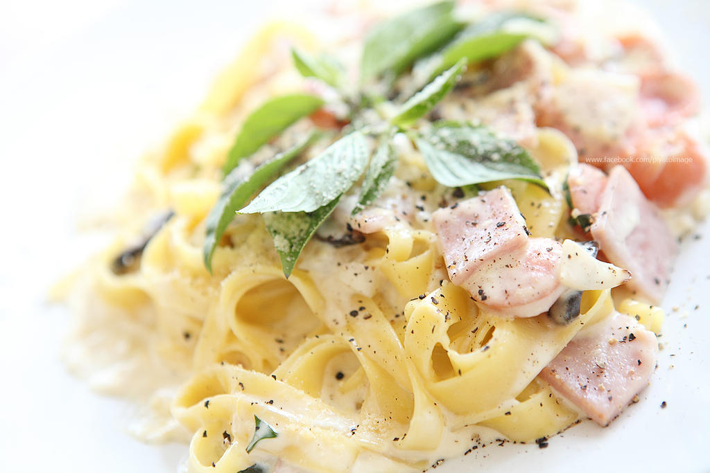 Linguine white sauce by piyato