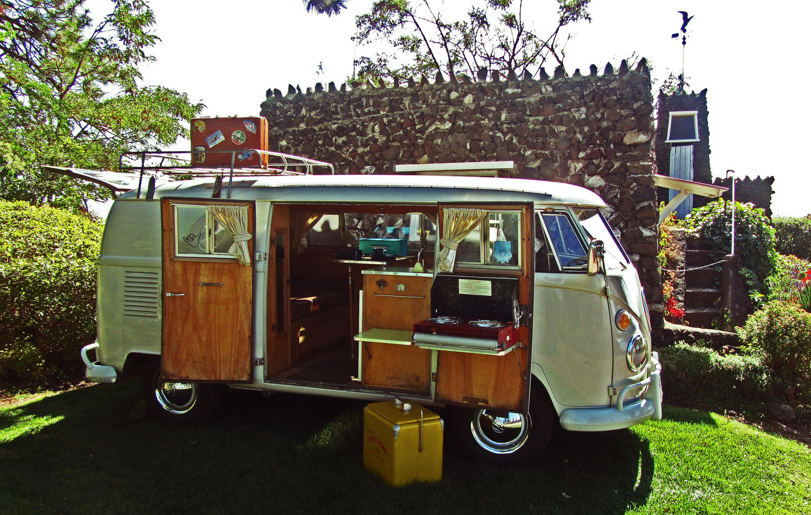 Vintage VW Camper by tundra-timmy