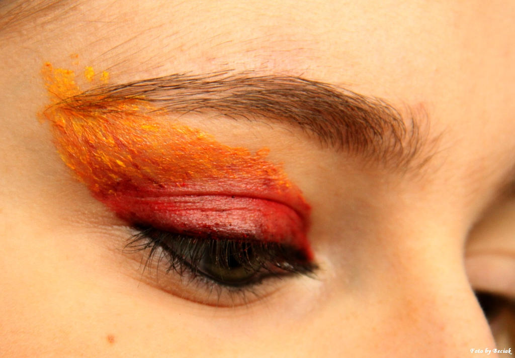 Gryffindor fire make-up II. by EamyCross