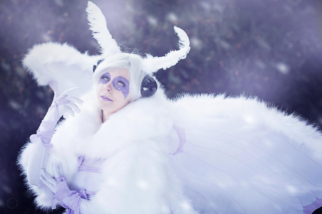 White Moth by xAtashix
