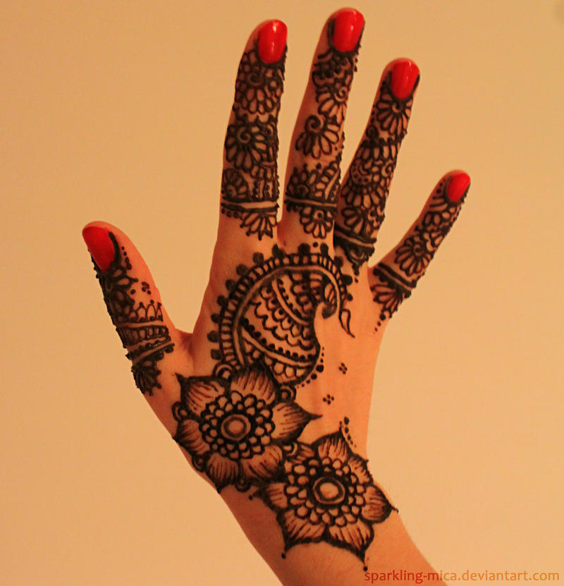 Henna hand by sparkling-mica
