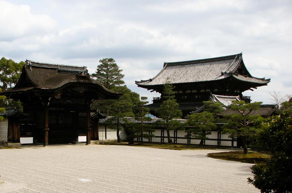 Ninan-ji exterior by FubukiNoKo