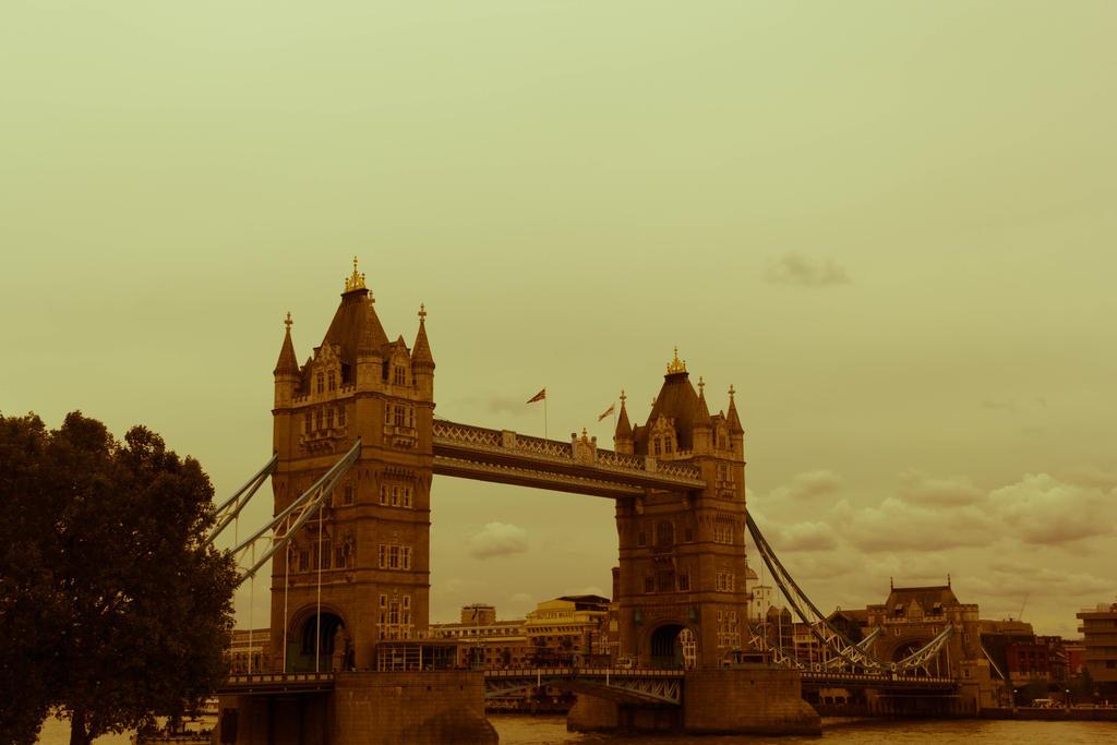Tower Bridge 463 by FubukiNoKo