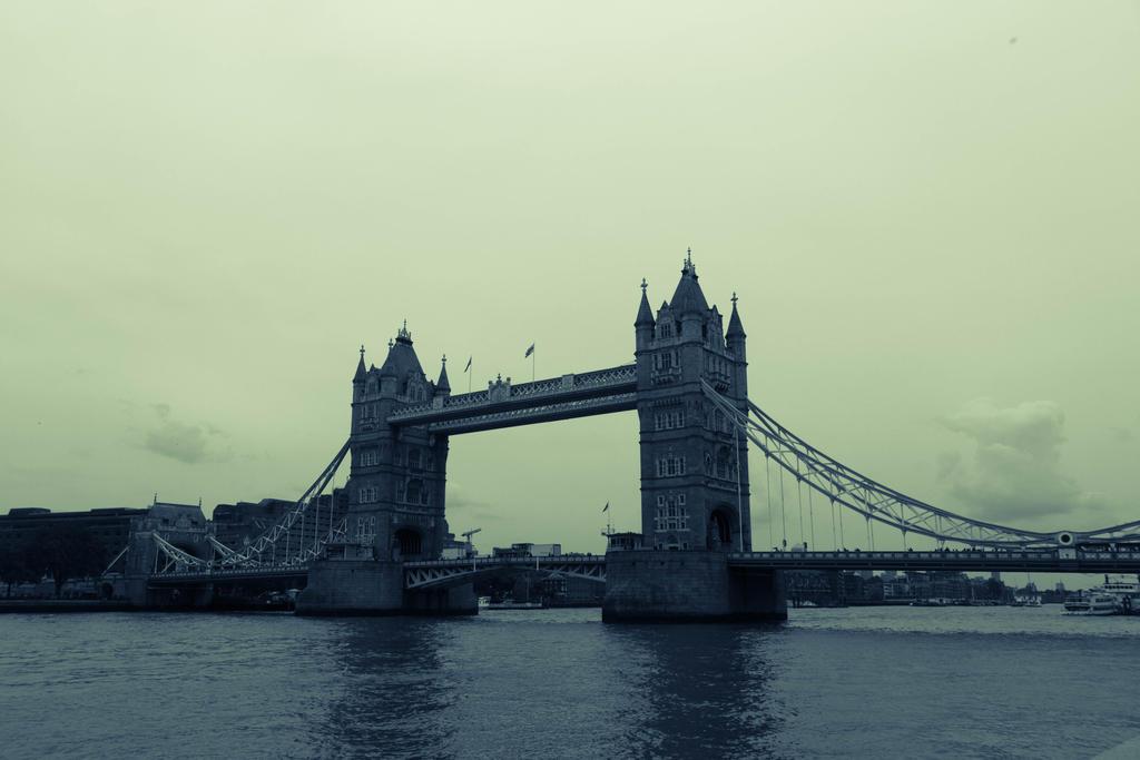 Tower Bridge by FubukiNoKo