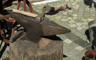 Hammer und Amboss by Merkosh