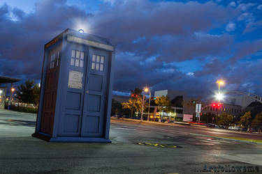 Doctor Who's Tardis by artisi