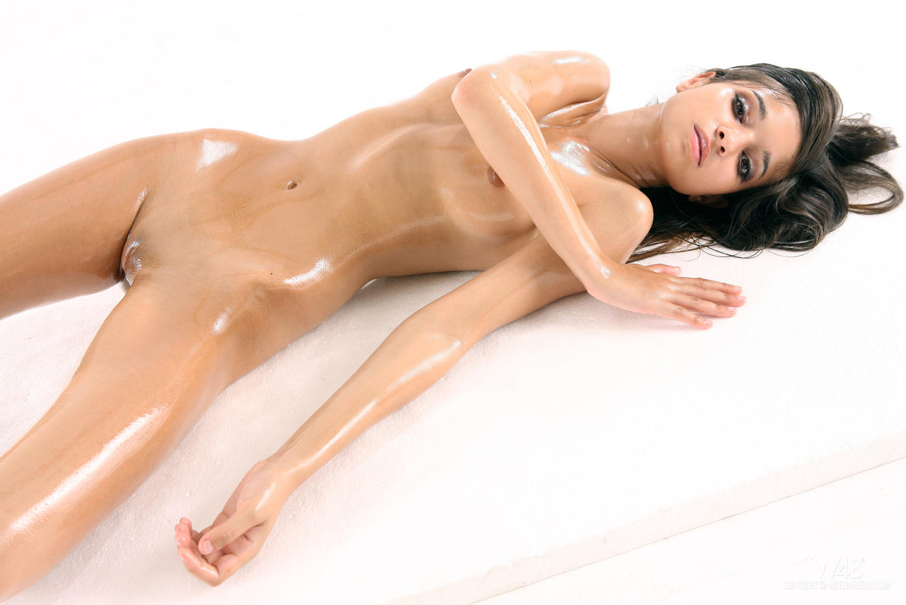 oily-bare-women-naked-butts-nude