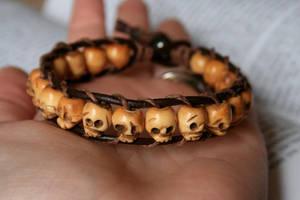 Leather Skull Bracelet by clroavieg