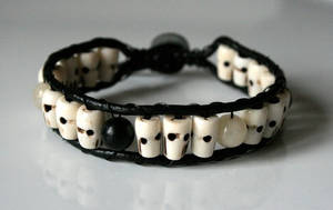 Skull Bracelet with Stones by clroavieg