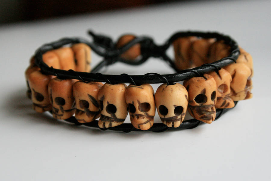 Skull Bracelet with Leather by clroavieg