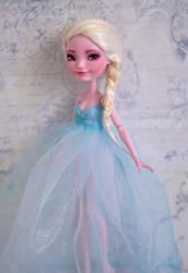 Queen Elsa |FROZEN | OOAK Custom Farrah Goodfairy by Katalin89