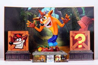 Crash Bandicoot Statue Review by Chocolate-Spider