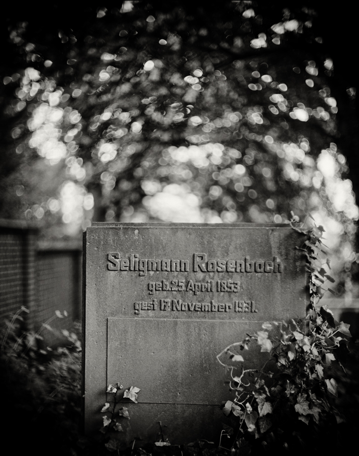 Family Grave 01 by HorstSchmier
