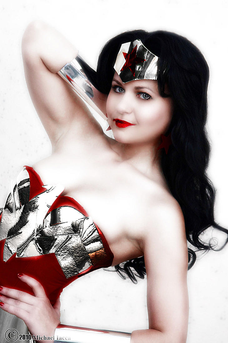 Shining Wonder Woman by edusek