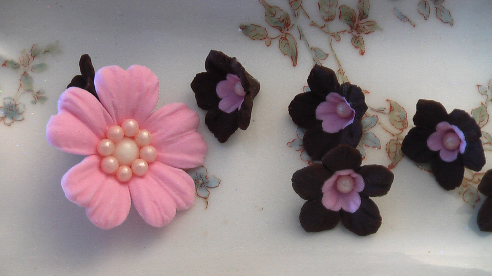 Pink and Chocolate Flowers by SweetPerfectionCakes on DeviantArt