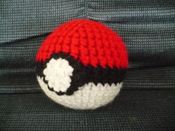 Pokeball Amigurumi : Standard pokeball amigurumi by craftybird on DeviantArt