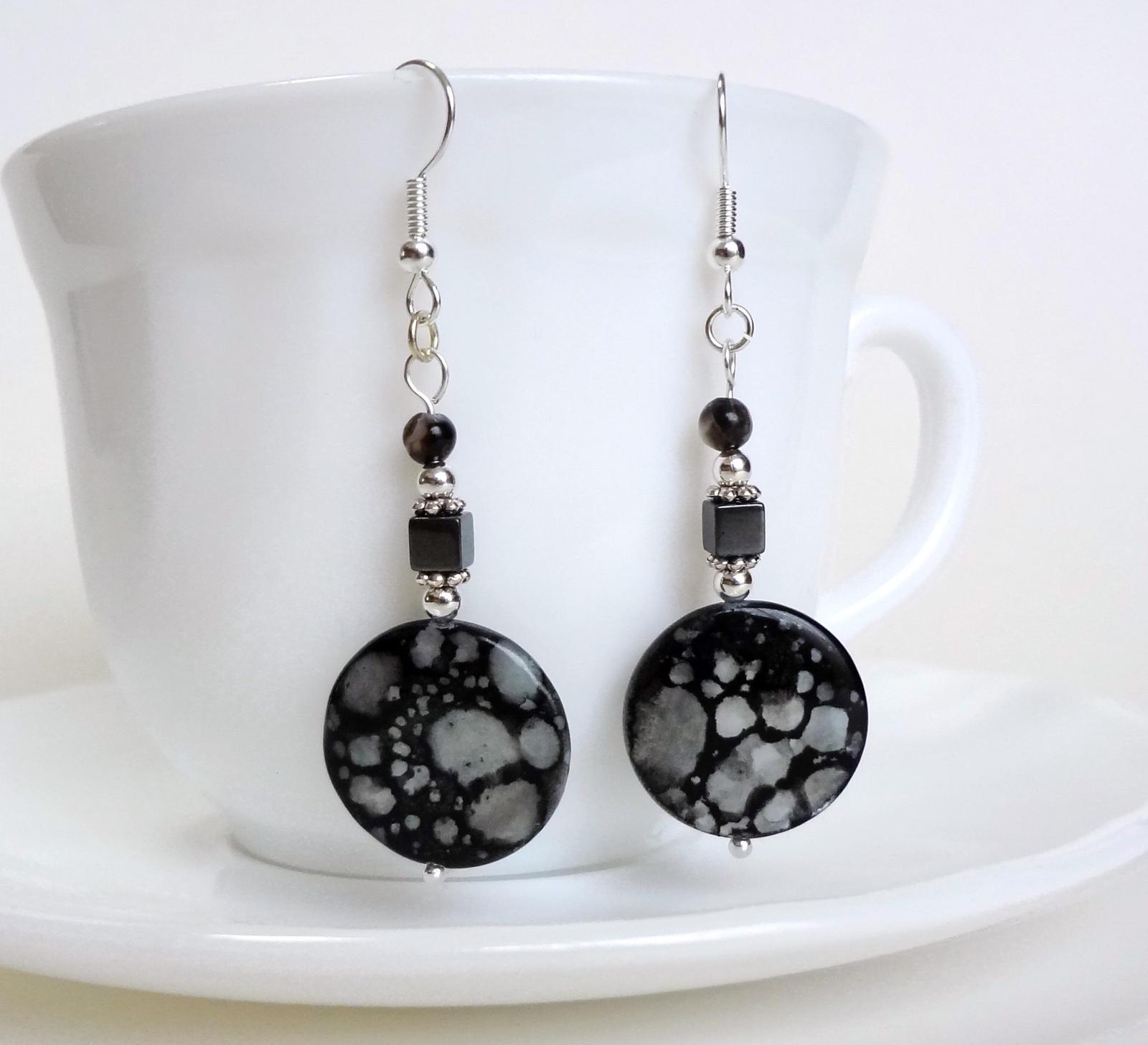 Black spotted shell earrings