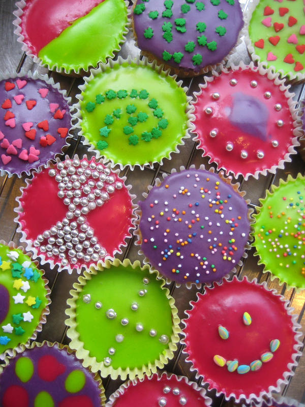 Cupcakes by Midge-cat