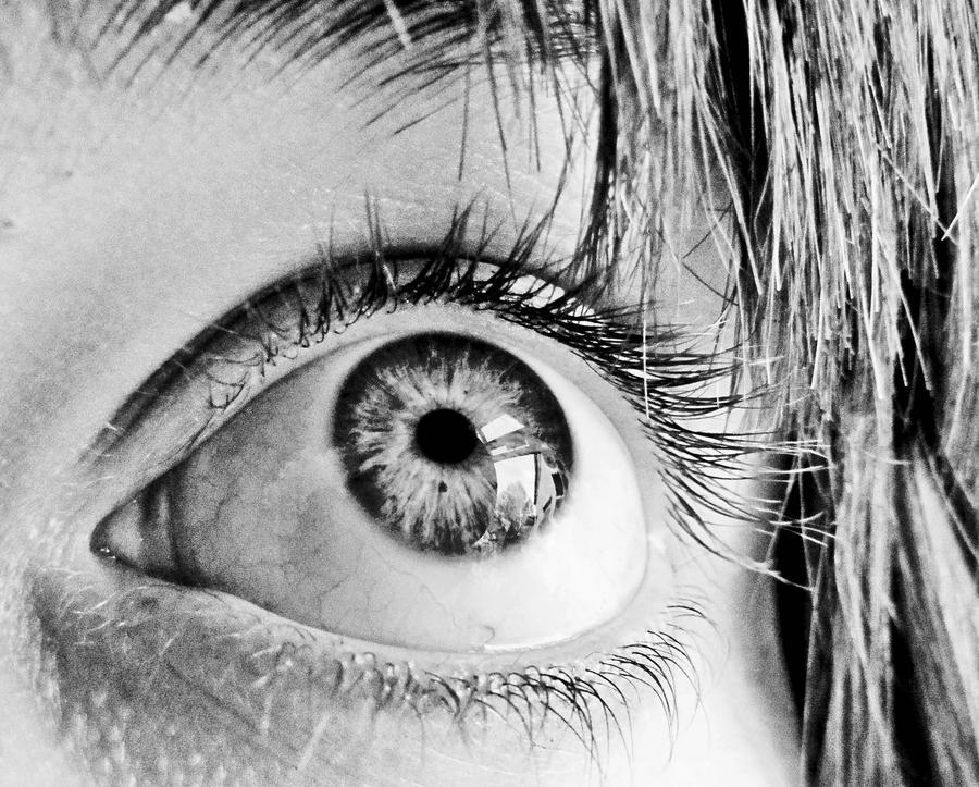 Black and white eye by chiptarpey