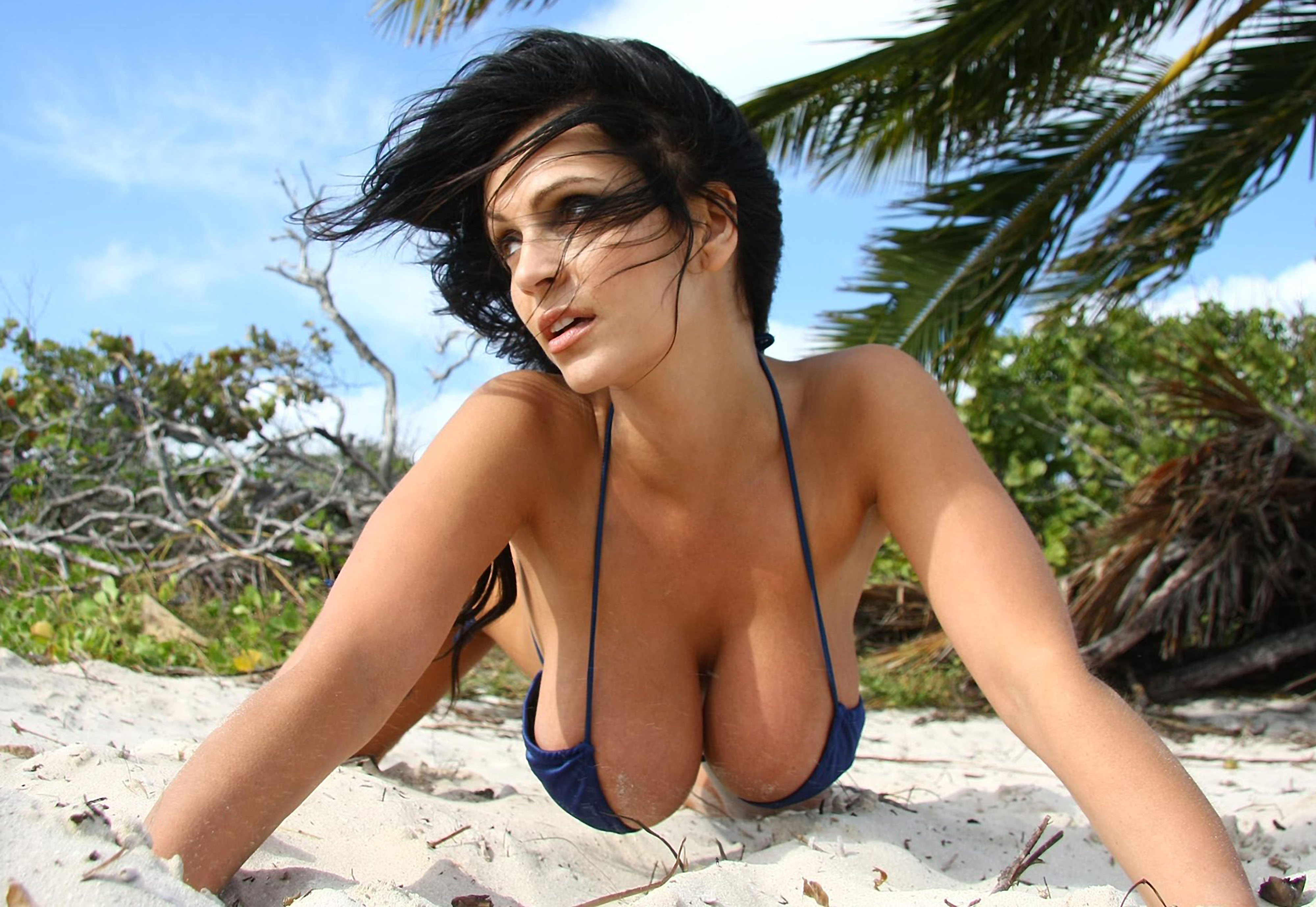Hot LOVE giants boobs pictures this