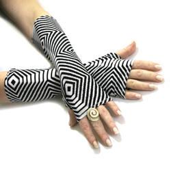 Zebra Stripe Black and White fingerless gloves