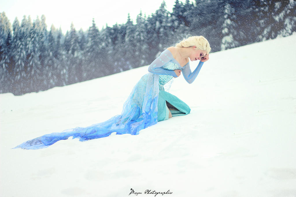 Elsa Frozen by lucioless