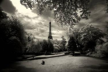 Paris in IR-I by EvranOzturk