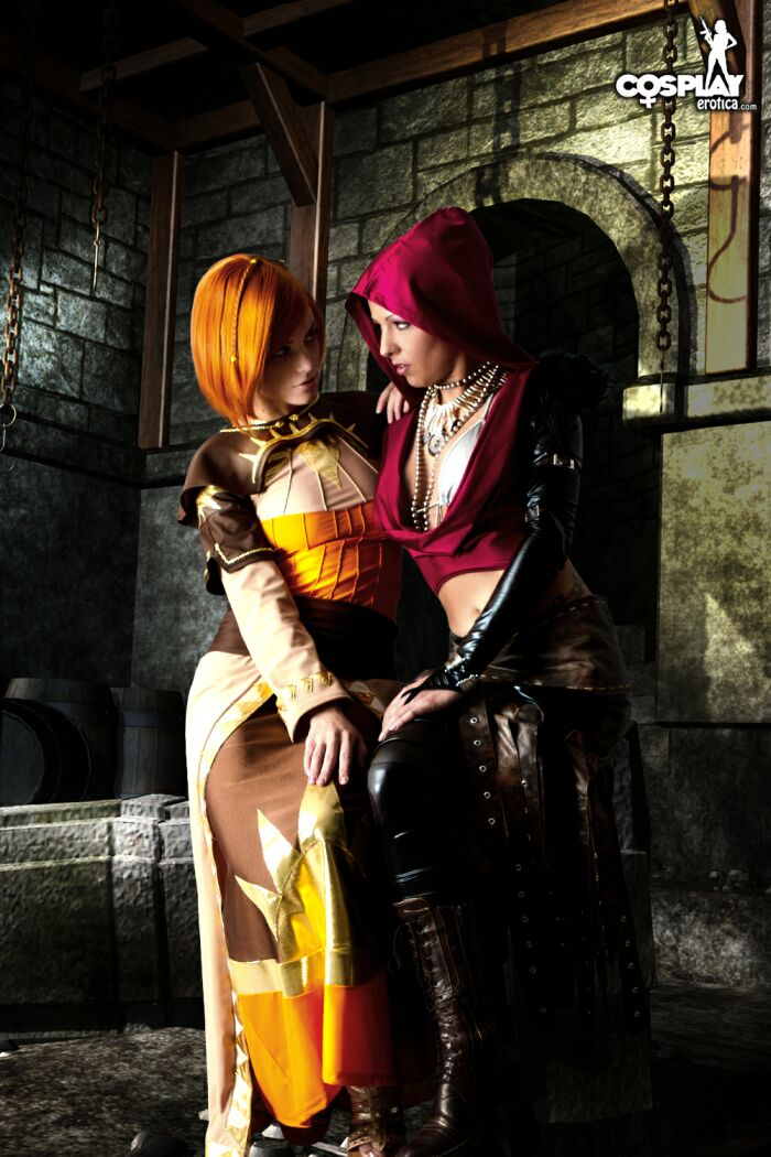 Leliana and Morrigan romantic version by cosplayerotica