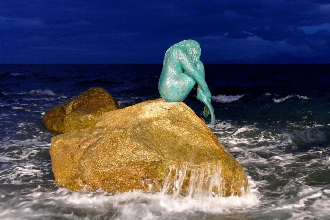 Sleeping Mermaid by MisterKrababbel