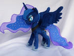 Fully poseable princess Luna