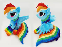 Rainbow Dash small beanie with poseable wings by Epicrainbowcrafts