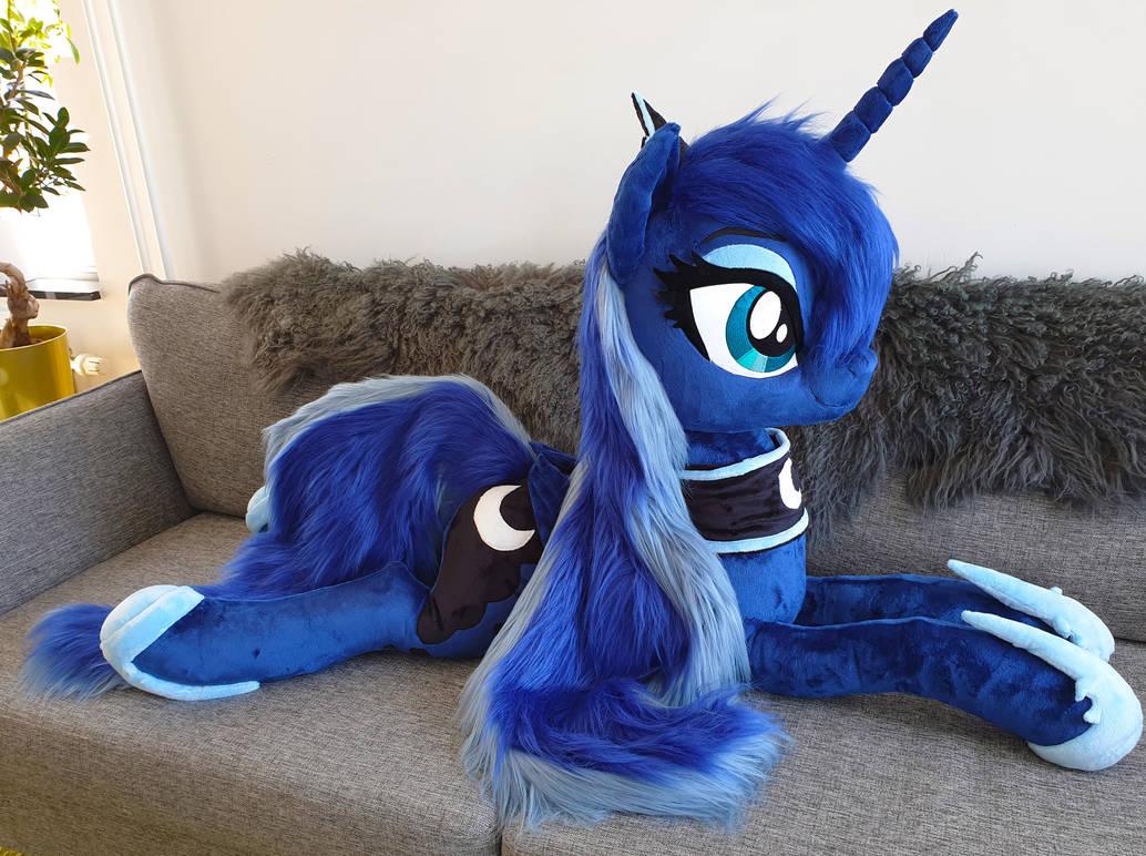 Lifesize Luna faux fur mane by Epicrainbowcrafts