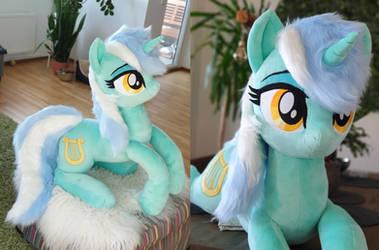Lyra cuddle size plushie 90cm faux fur