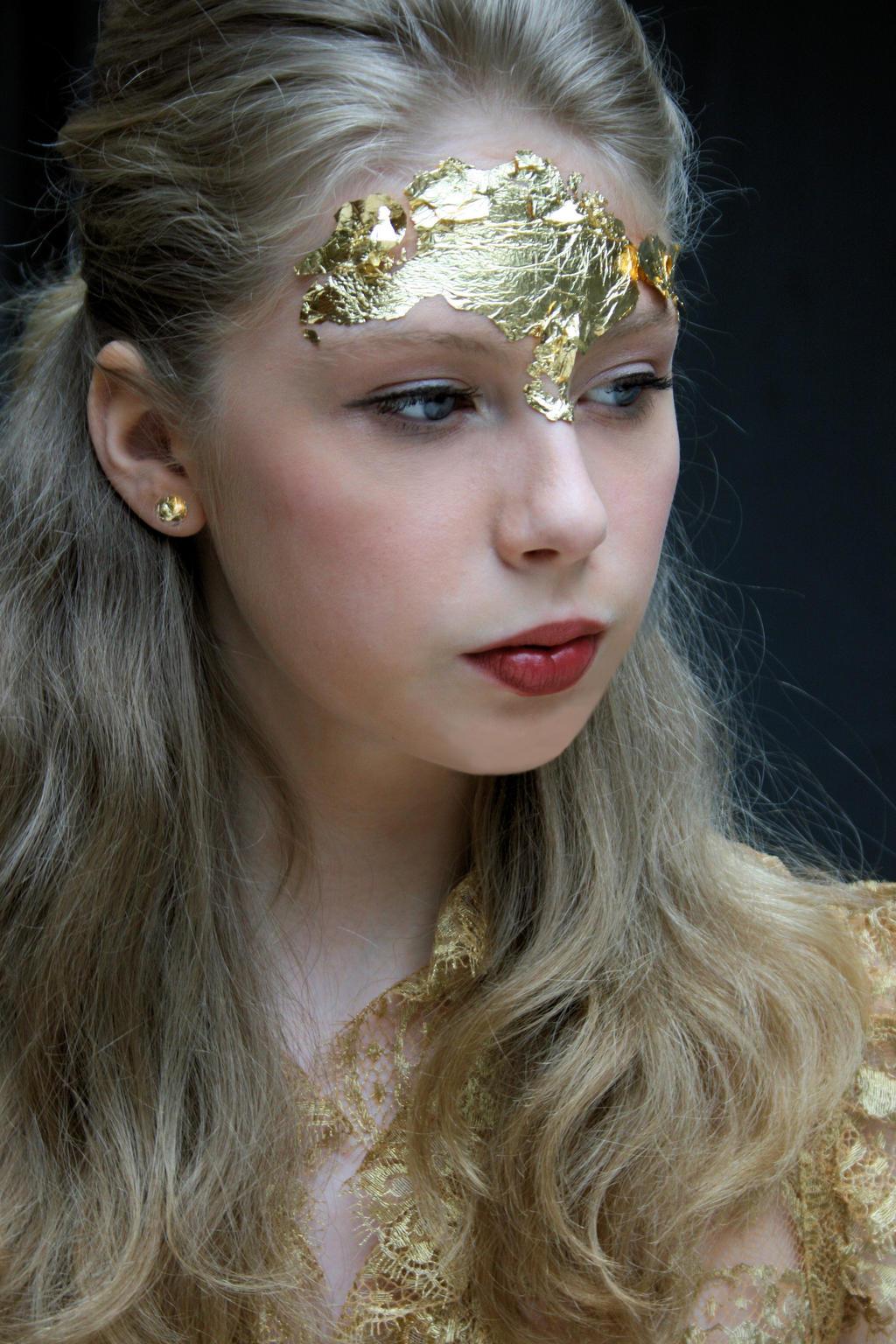 Golden 8 by Chamarjin