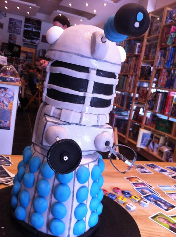 Dalek Cake by Kelzky