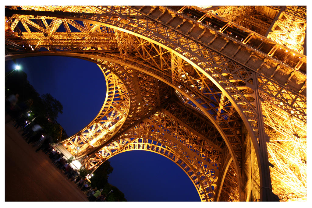 Eiffel Tower by teuphil
