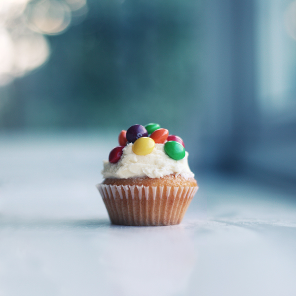 skittle cupcake by chpsauce