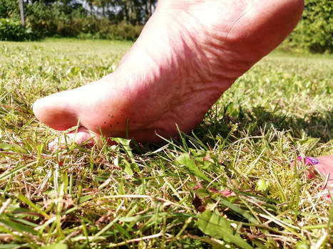 micro people stuck on sole
