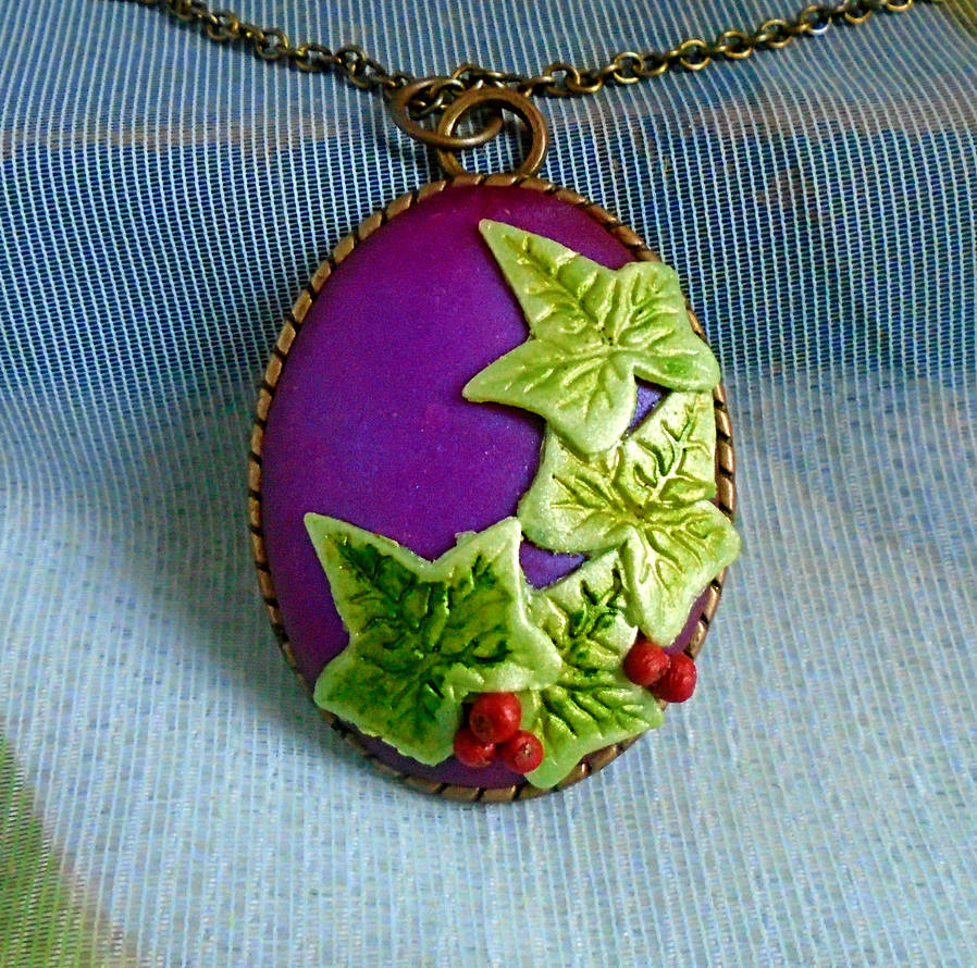 Christmas Ivy Pendant by aldcord