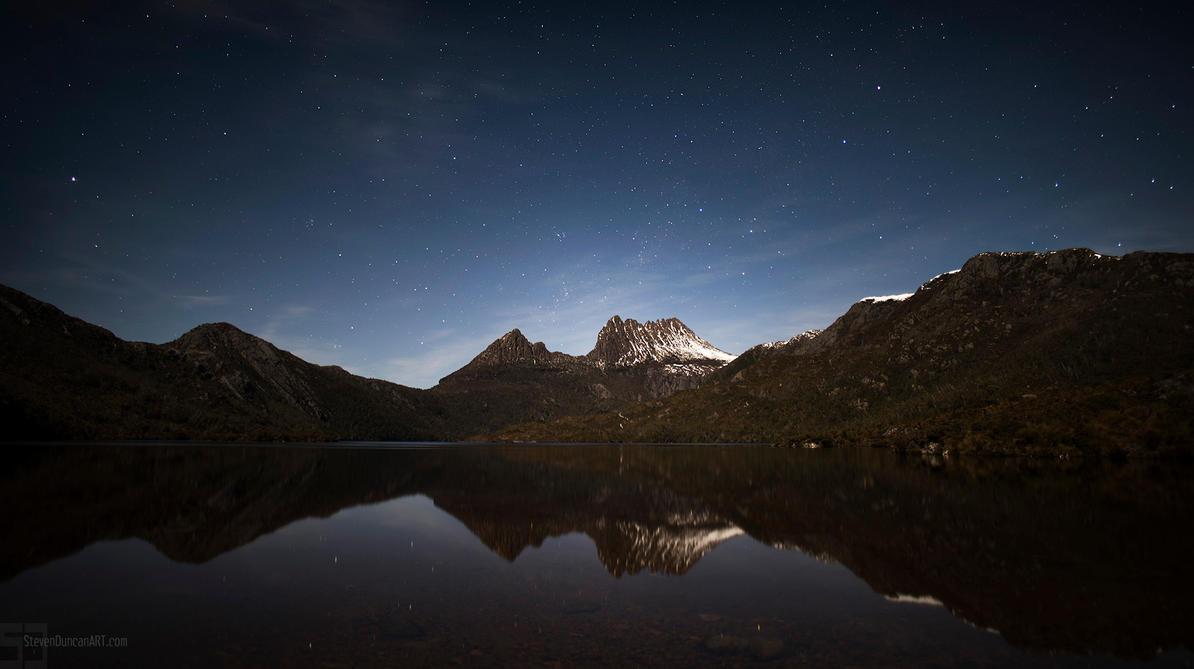 Cradle Mountain at night by heeeeman