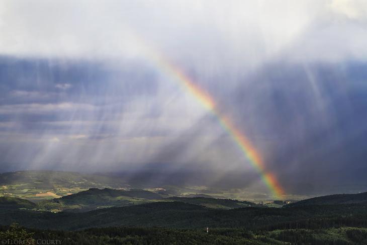 Rainbow and Sunrays by FlorentCourty