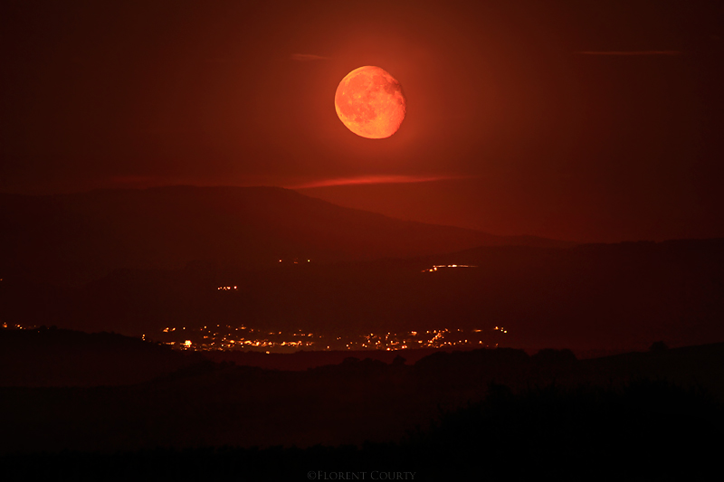 Bloody Moonrise by FlorentCourty