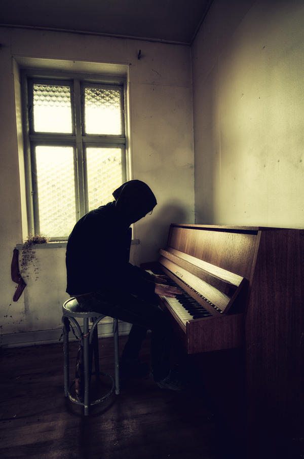 Urbex Piano Player by B5160-R