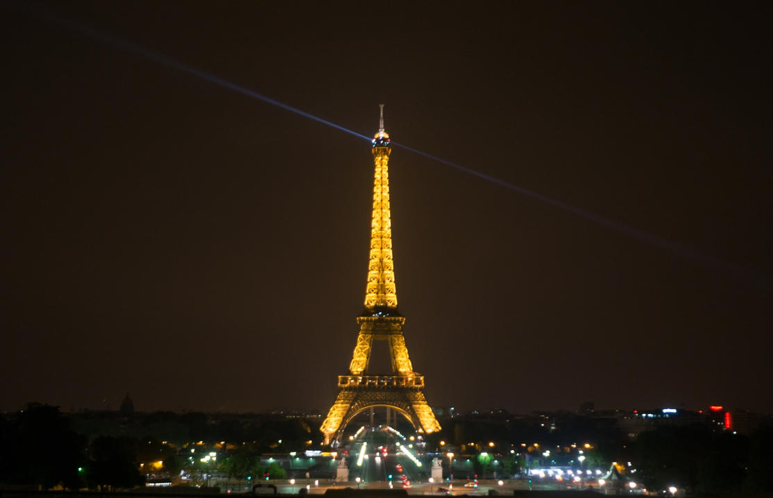 Eiffeltower at night by svenart