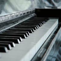 Piano by dizzi-bizzi