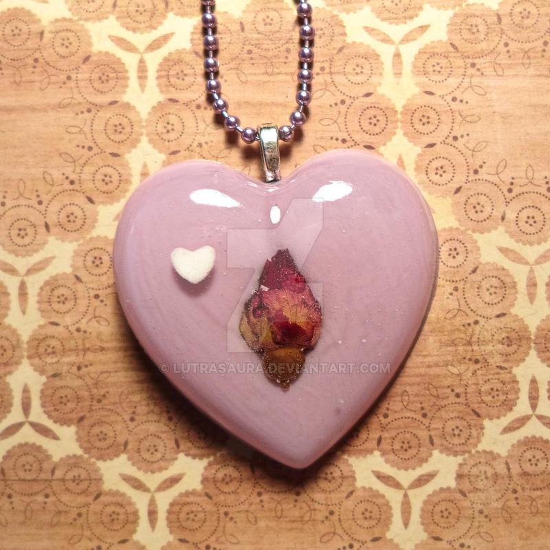 Dreamy lavender sweetheart [real flower inside] by Lutrasaura