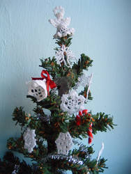 1:12th scale crochet Christmas decorations on tree