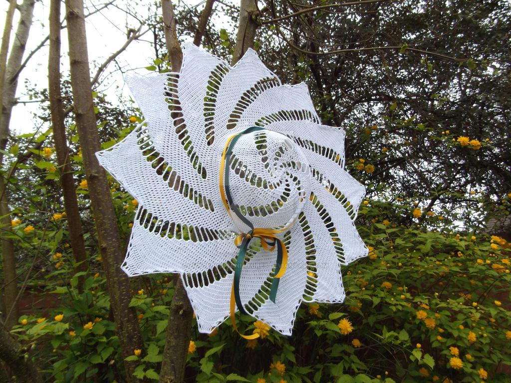 Crochet spiral hat by buttercupminiatures