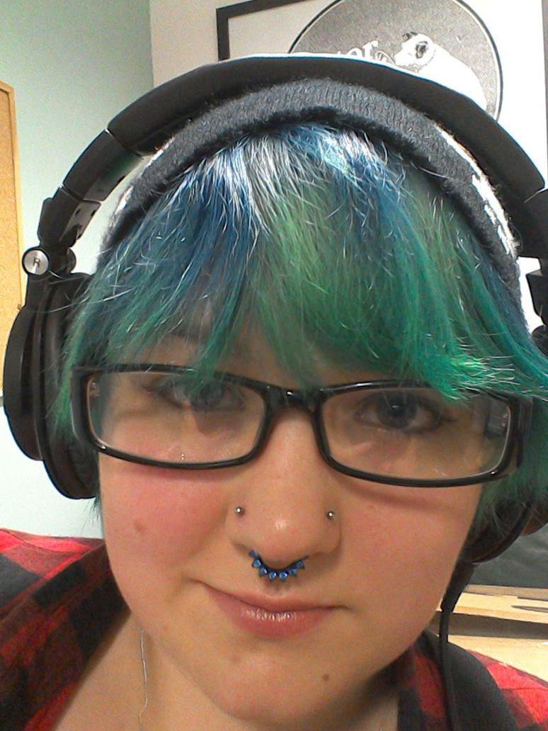 Green/blue hair and headphones 2 by Drinya